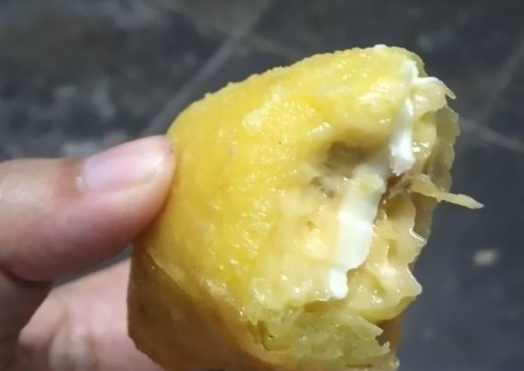 Lumpia Pisang Keju / Banana and Cheese Rolls