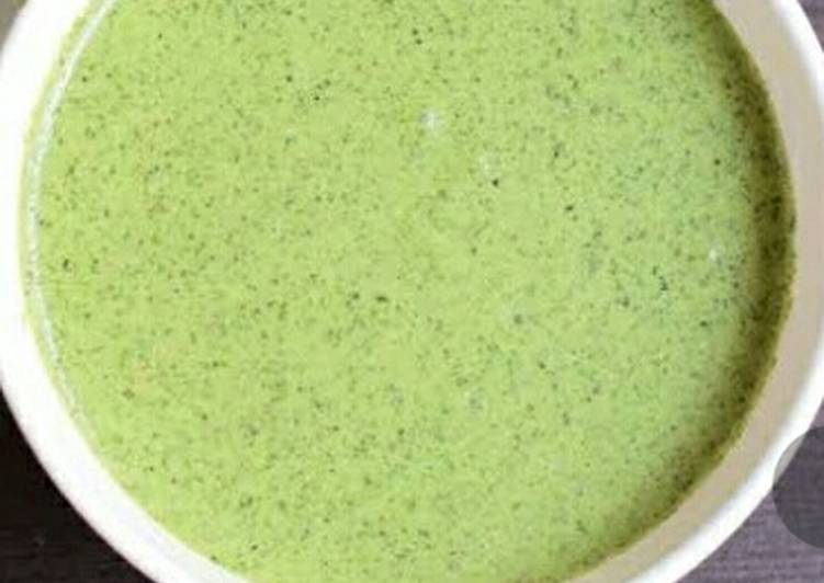 Green chutney with curry pata