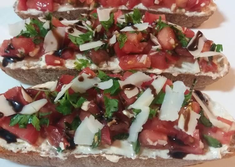 Bruschetta à la tomate et au parmesan