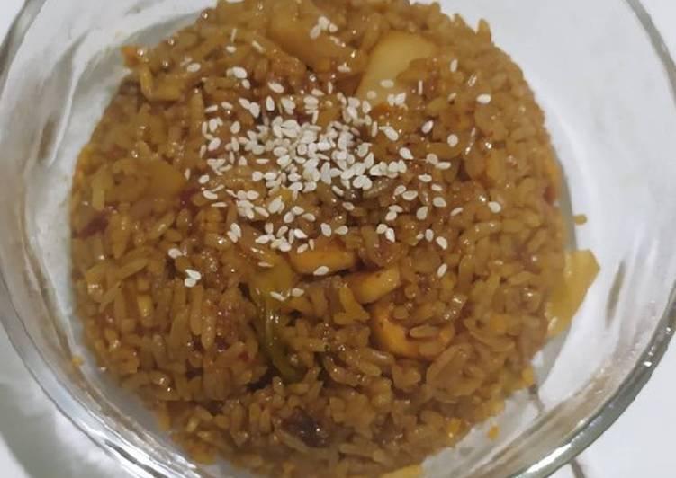 51. Kimchi Bokkeumbap (Nasi Goreng Kimchi)
