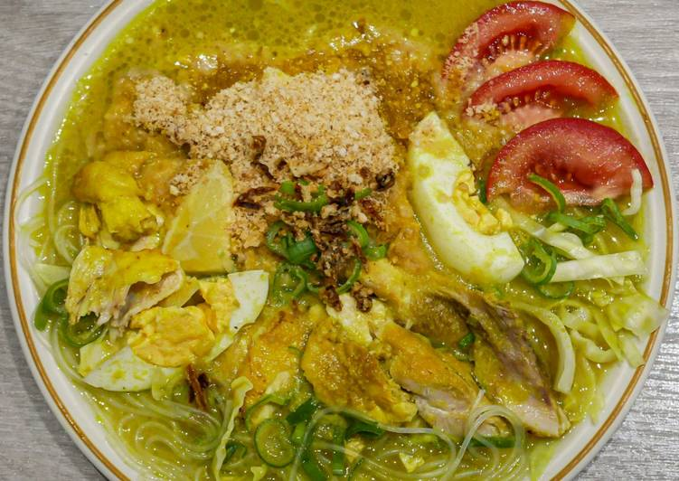 Soto Ayam Lamongan / Indonesian Chicken Yellow Soup