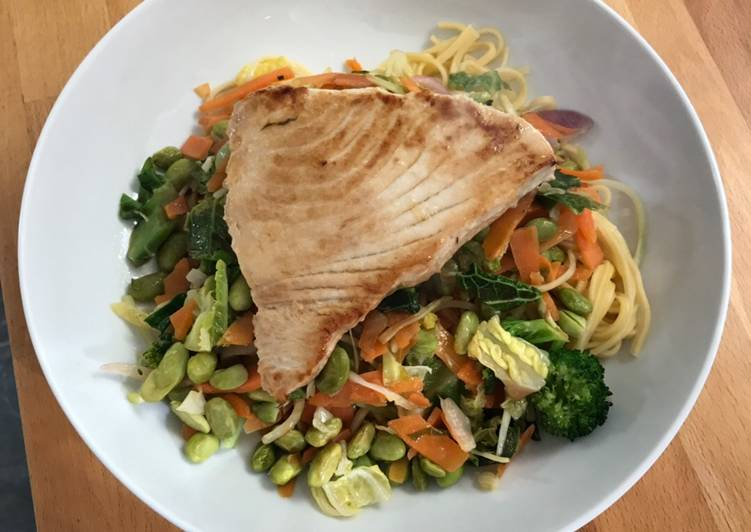 Tuna steak with egg noodles and stir fry veg