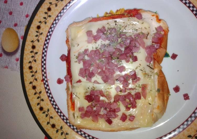Pizza individual en pan de molde