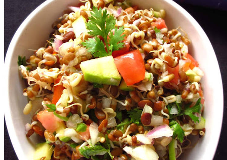 Recipe of Perfect Matki and Kulith Sprouts Salad