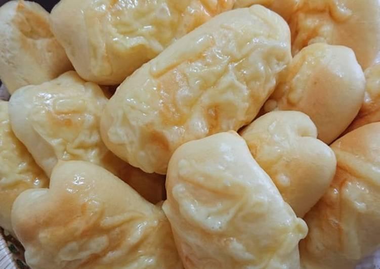 Cheesy mini bread sticks