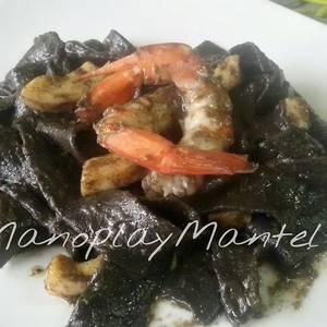 Tagliarini al nero di sepia con salsa de sardinas anchoadas en gme, f y g y tradicional