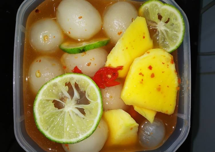 Asinan Buah super segar asinan praktis mix fruites,rambutan, klengkeng dan mangga muda