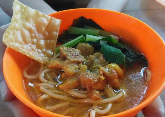 Mie Ayam (Chicken Noodle Soup With Palm Sugar and Soy sauce)