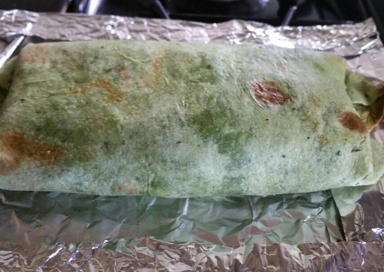Recipe: Yummy Spinach wrap Bacon and Egg Breakfast Burrito