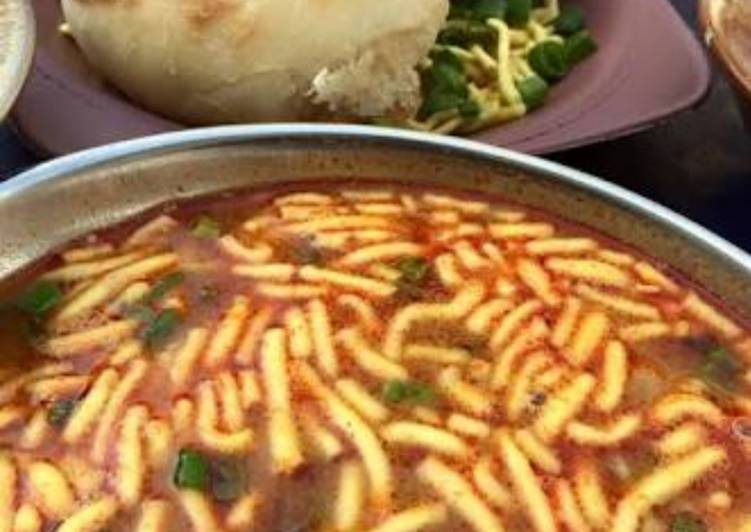 What is Dinner Easy Special Sev usal