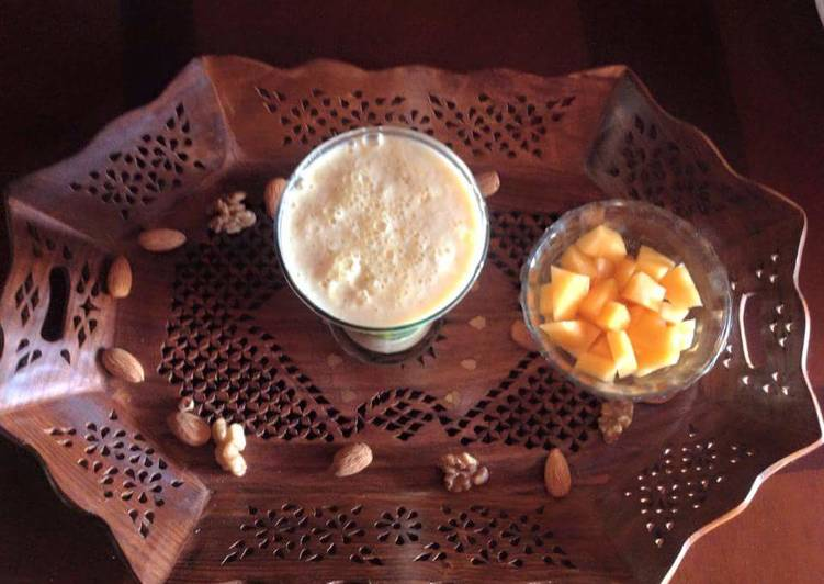 Muskmelon dry fruit smoothie