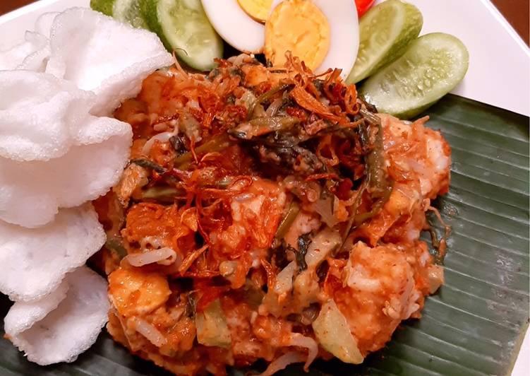 "Lotek/Gado gado ""Sundanese Salad"""