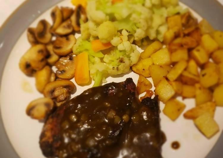 Grilled chicken steak with black pepper sauce