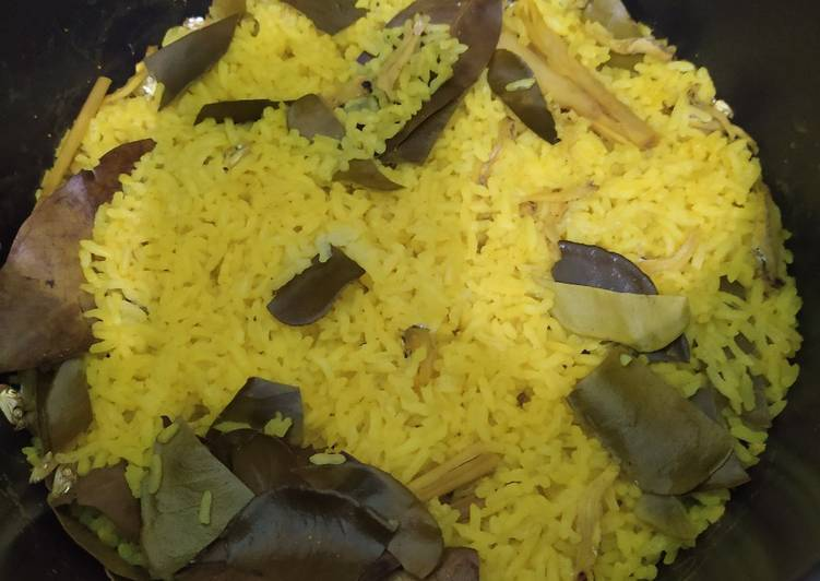 Nasi kuning tanpa santan