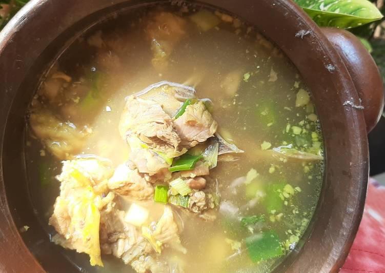 Saoto/sauto wonosobo (soto taucho) dan ketupat