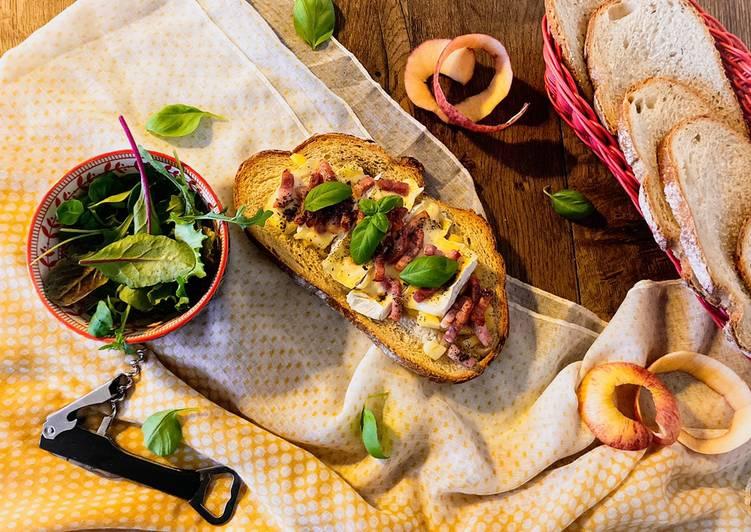 Comment Préparer Les Tartines normandes à la pomme et camembert