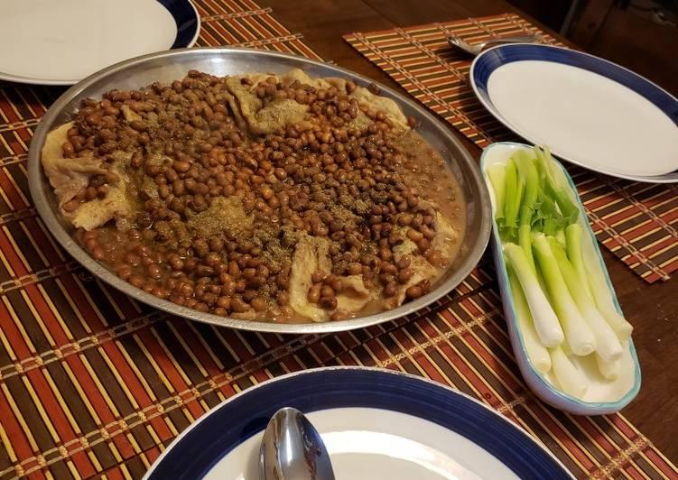 لوبيا حمراء مع الخبز Red beans with bread