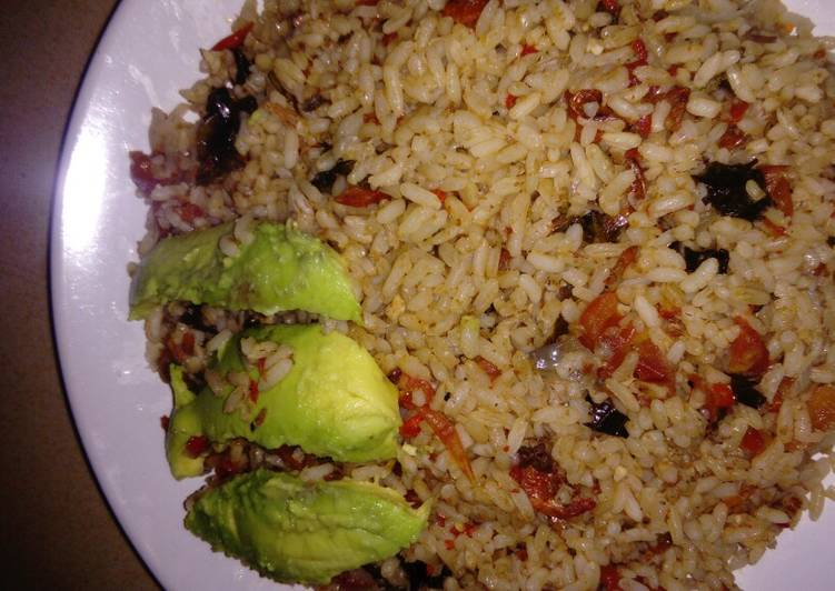 Simple Way to Prepare Any-night-of-the-week Jellof rice with Avocado pear