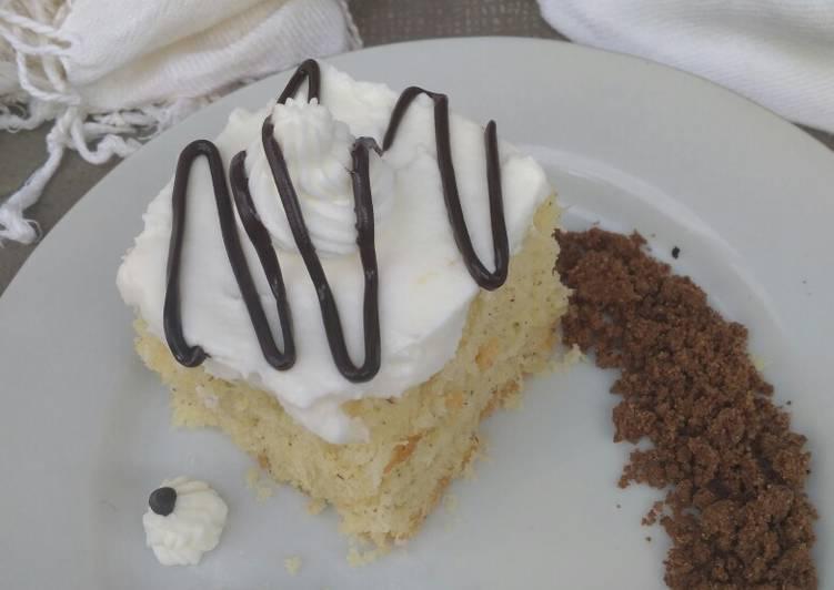 Bolu kelapa dengan whip cream dan coklat crumble