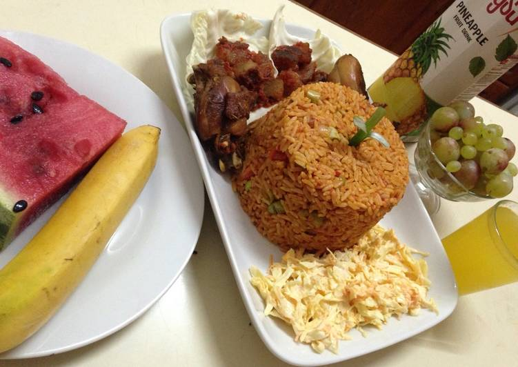 Recipe: Perfect Jollof rice with salad, pepper kpomo and fried chicken