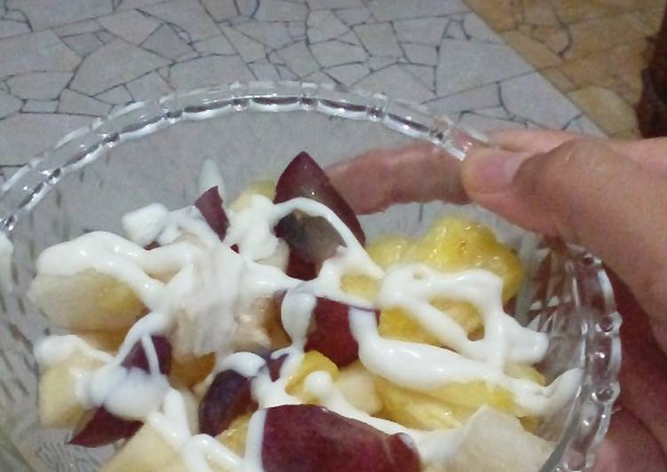 Simple Tropical Fruits Salad
