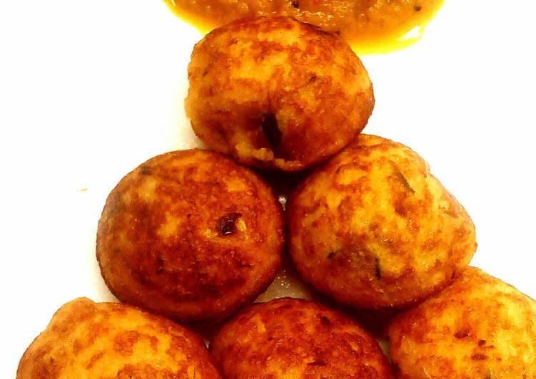 Simple Way to Make Award-winning Adai kuzhi paniyaram with tomato-onion chutney