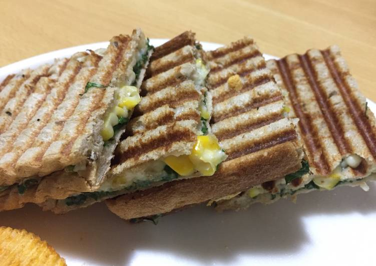 Living Greener for Good Health By Eating Superfoods, Spinach corn cheesy sandwich