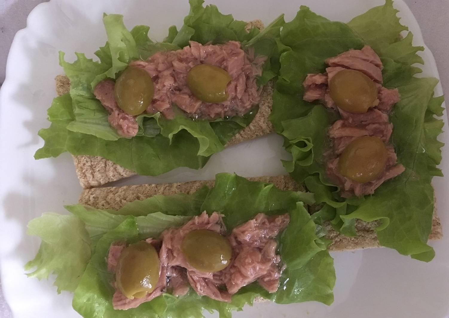картинка бутерброд с листьями салата