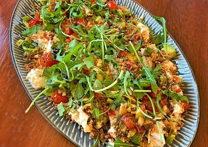 Chicken, chilli, tomato and mozzarella warm salad!