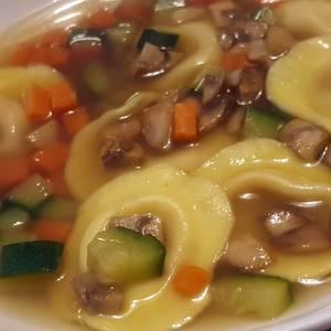 Sopa de Tortellinis de calabaza con tropezones de verdura y champiñones