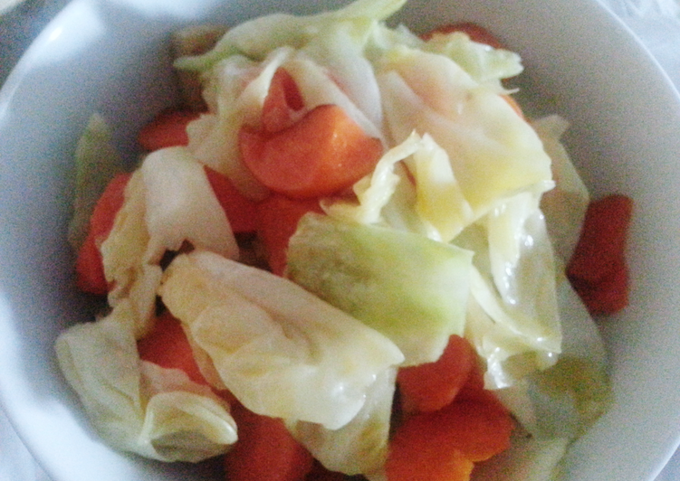 Cabbage with carrot and fish cake