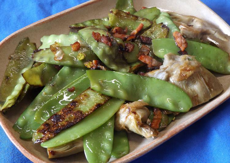 Tirabeques y alcachofas con bacon ahumado y ajo