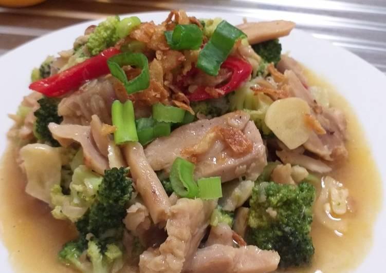 Ayam Brokoli Sibuk Sendiri