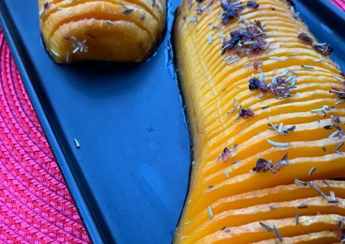 Butternut façon Hasselback rôti aux herbes et miel