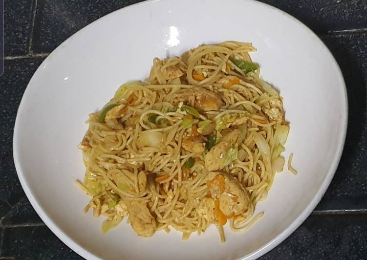 Egg and Chicken Spaghetti Stir Fry