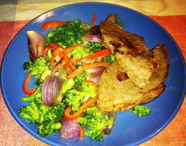Carne al ajo con vegetales