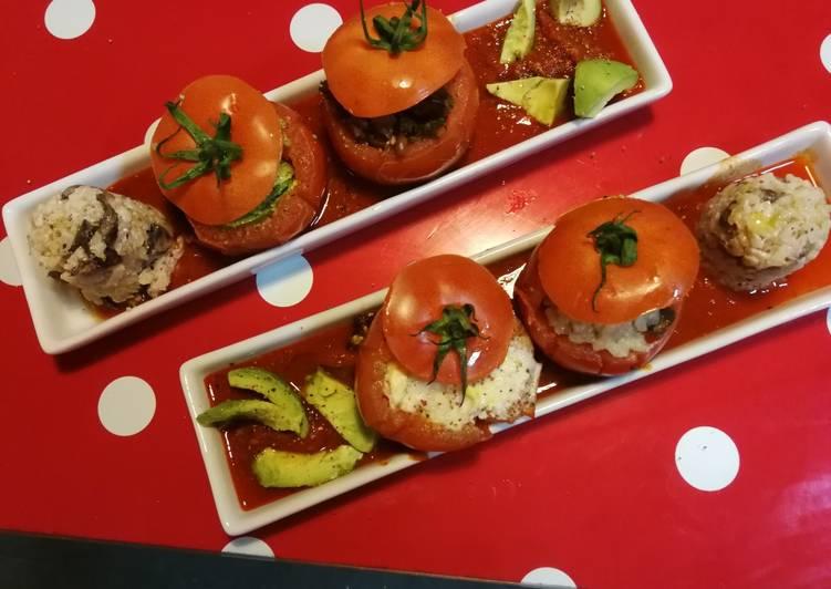 Tomates rellenos sobre tomates, 🌱 vegetariana