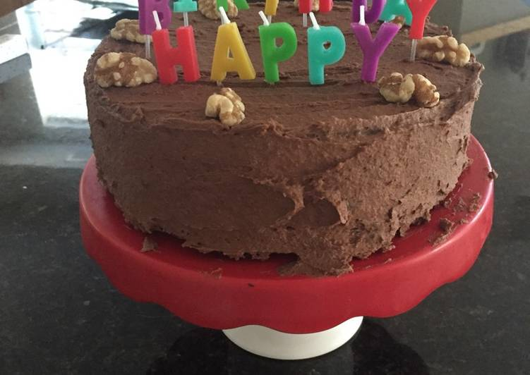 Easy Recipe: Delicious Chocolate Birthday Cake (with buttercream)