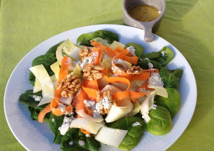 Salade d'hiver aux noix, vinaigrette au bleu