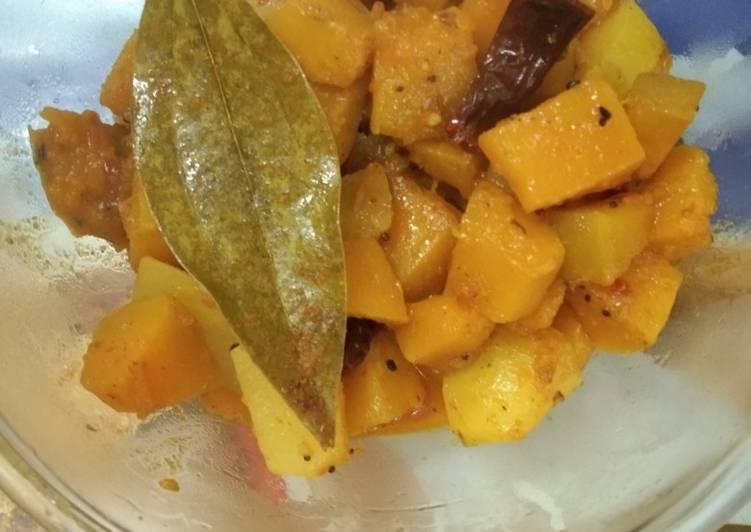 Yellow pumpkin curry