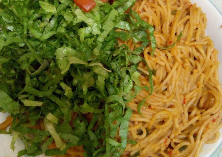 Steps to Make Ultimate Spaghetti Jollof with lettuce and tomato