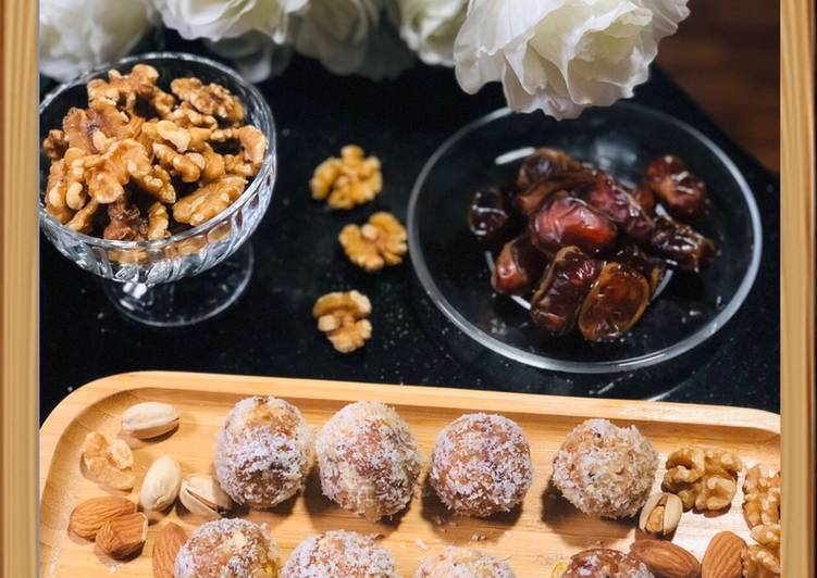 Healthy Dates and Coconut Ladoo