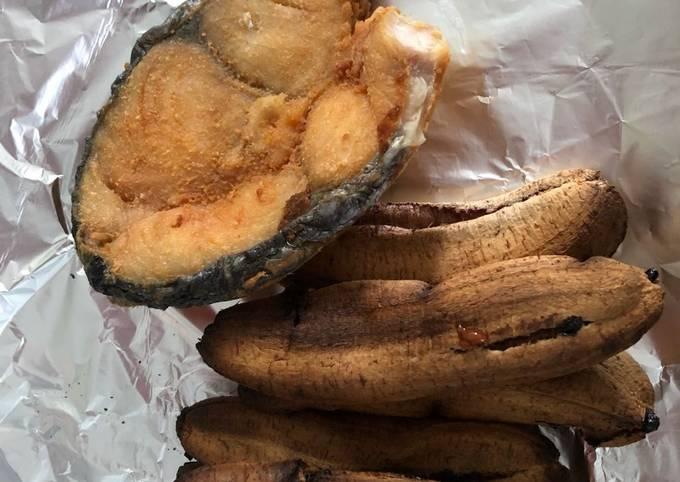 Fried grey mackerel and oven roasted cavanana banana