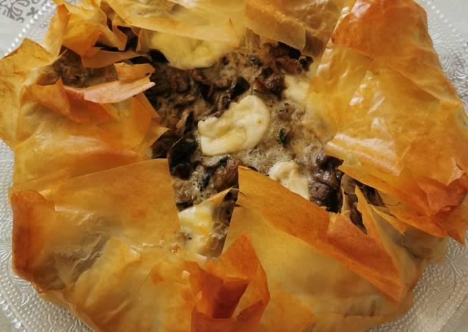 Tarte croustillante aux champignons, courgettes et mozzarella