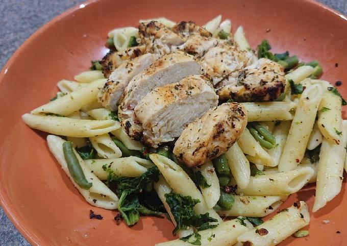 Garlic & Thyme Chicken With Vegetable Pasta