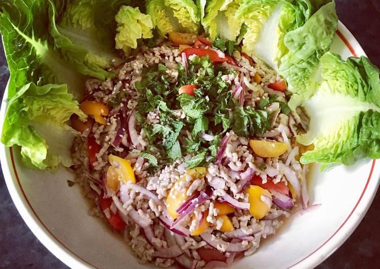Thai minced pork salad (larb moo ลาบหมู)
