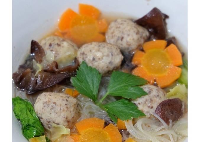 Sop Bakso Ayam Jamur dan Sayuran