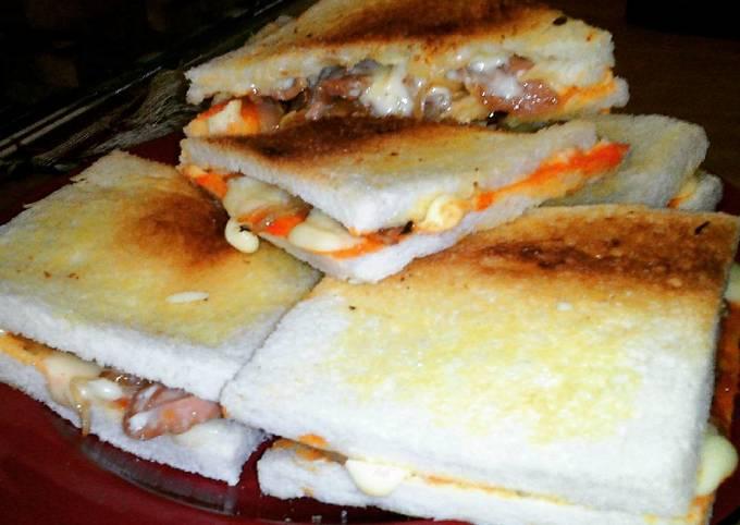 Resep Sandwich Isi Sosis Mayo Keju Oleh Octa Kartika Cookpad