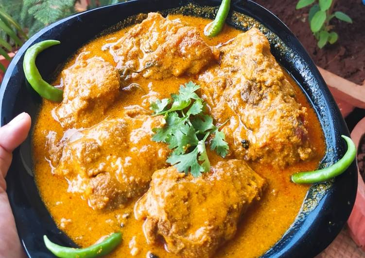 Recipe of Any-night-of-the-week Mustard Fish Curry (Machher Jhol)