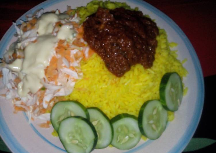 Curry Rice and stew, Garnished with cucumber and salad